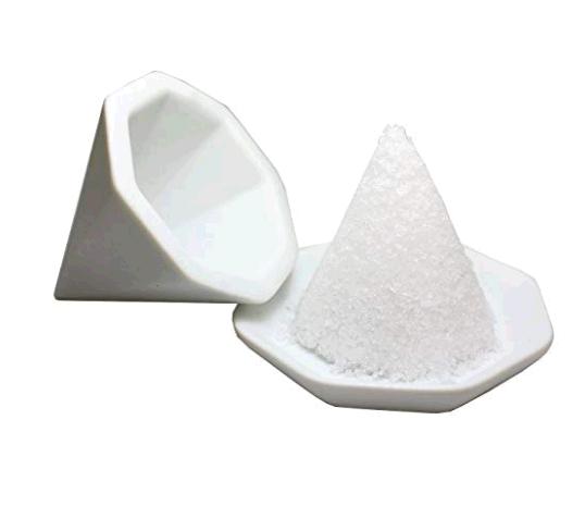 盛り塩はまず玄関に!置き方一つで家中の開運効果が高まる