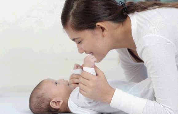 新生児がダウン症の場合、いつわかる?見分けられる特徴は?