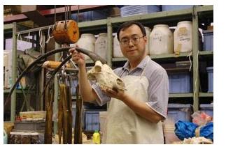 遺体科学って?遠藤秀紀教授の学歴がスゴイ!年齢や結婚は?