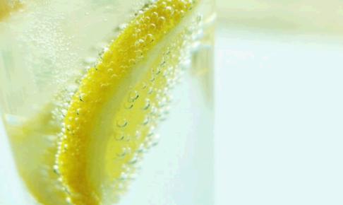 フレーバー付きの炭酸水